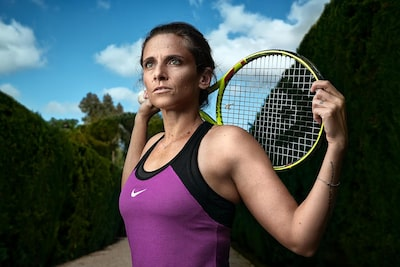 maki-galimberti-sony-alpha-7RII-female-tennis-player-poses-with-racket-on-sunny-day