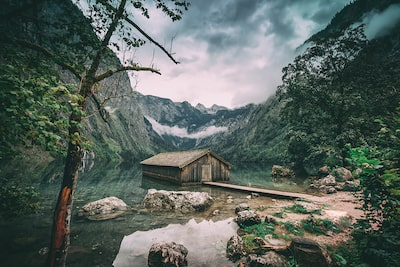 ilkin-karacan-sony-alpha-7RII-picturesque-wooden-shed-in-lake-with-forest-surround